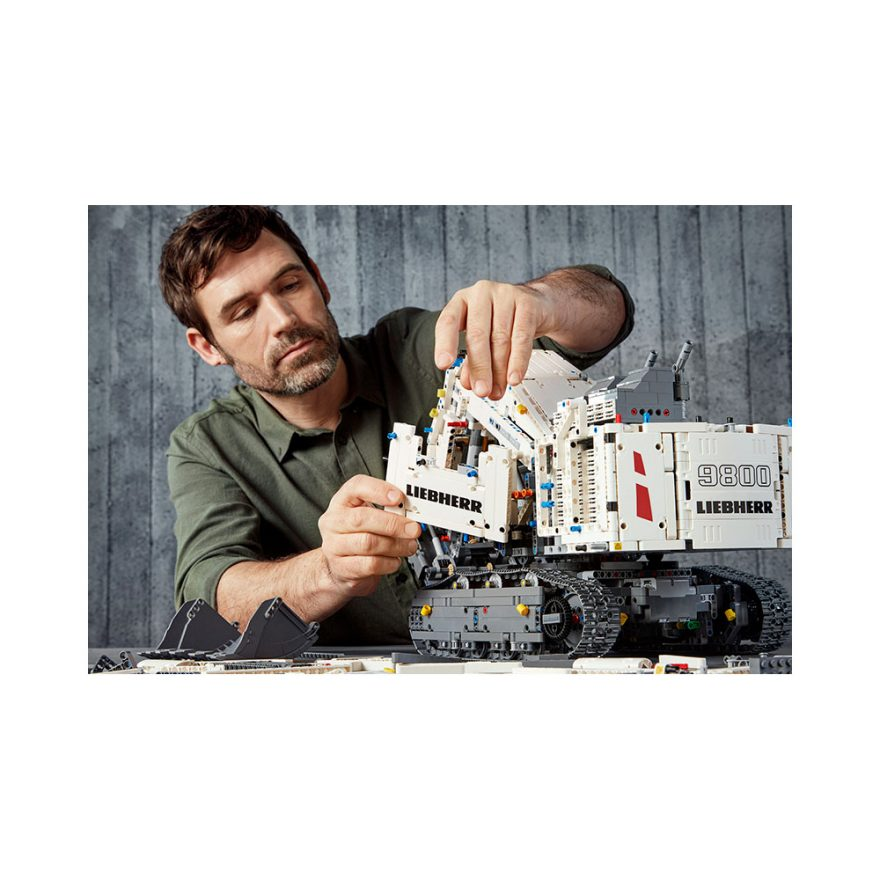 LEGO 42100  LIEBHERR R 9800 GRAVEMASKIN